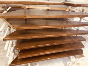 Покраска ступеней лестницы