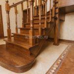 Деревянная дубовая лестница