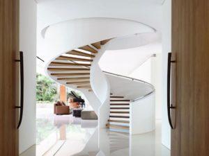 Винтовая лестница на второй этаж на заказ