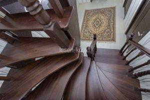 Забежная лестница с поворотом на 180 градусов