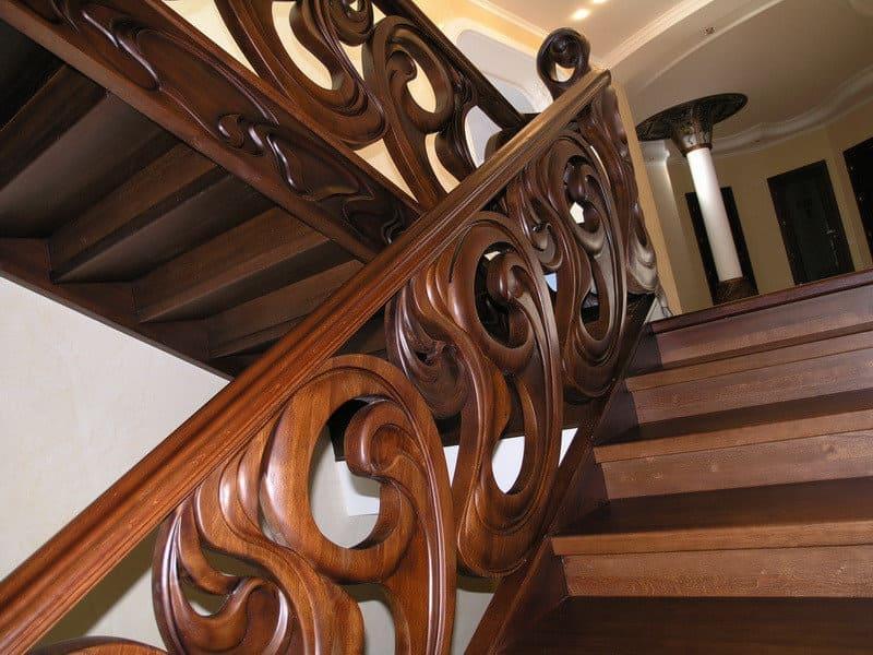 Резные лестницы из дерева